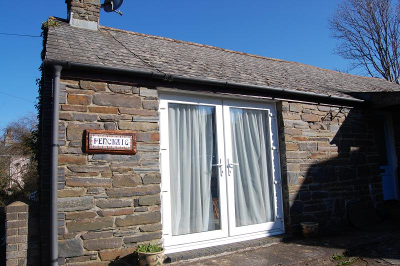 Look at this lovely cottage 700m from beach - and compare our prices, holiday rental in Newport