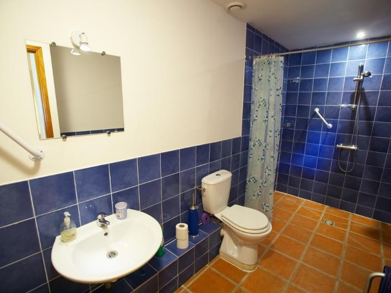 Livello di accesso al piano terra bagno con doccia