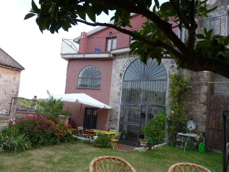 Casa del 1650 completamente ristrutturata, holiday rental in Province of Caserta