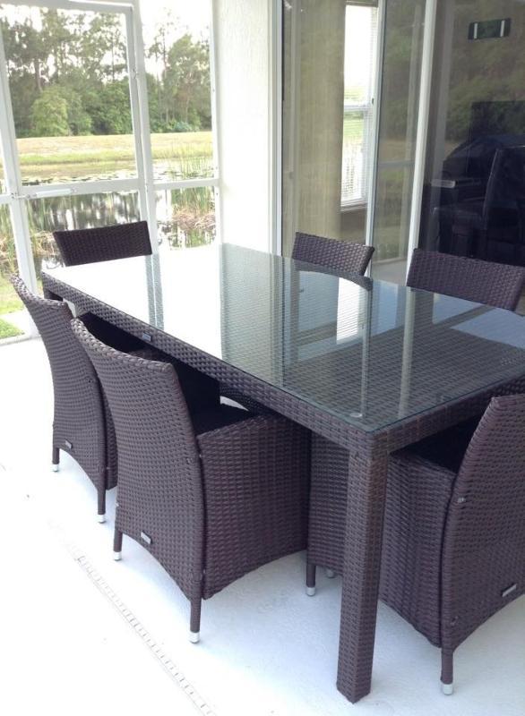Lanai with spacious table