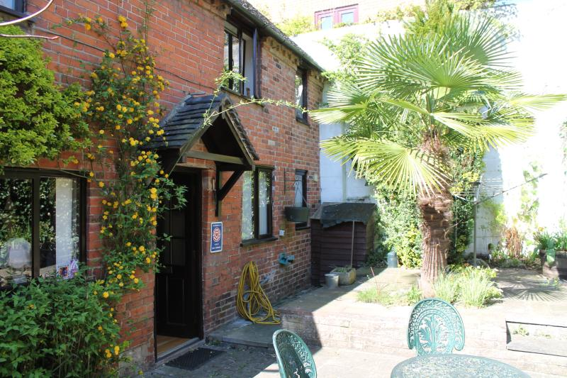 Frith's Cottage with sunny terrace