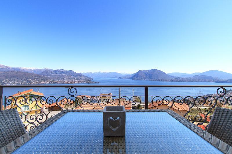 Suite East Lake View, Luxury Apartment in Stresa, vacation rental in Stresa