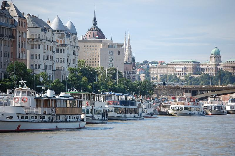 Danube view apartment close to Parliament with AC, free minibar  , (HL), holiday rental in Domos