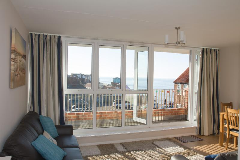 SEA VIEW at Vista Court. Stones throw from the beach, holiday rental in Sheringham
