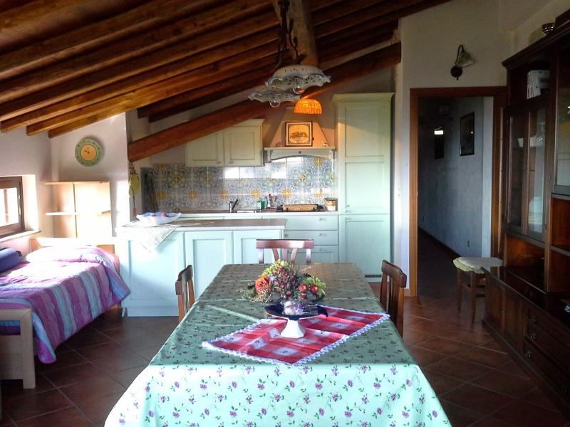 TAORMINA Panoramic apartment Sea view terrace and free parking A casa da Paola, vacation rental in Graniti