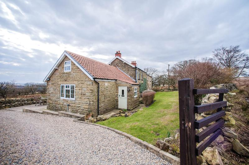 Hawthorn Cottage, Goathland, Whitby, North York Moors. Hot tub. LATE DEALS., holiday rental in Goathland