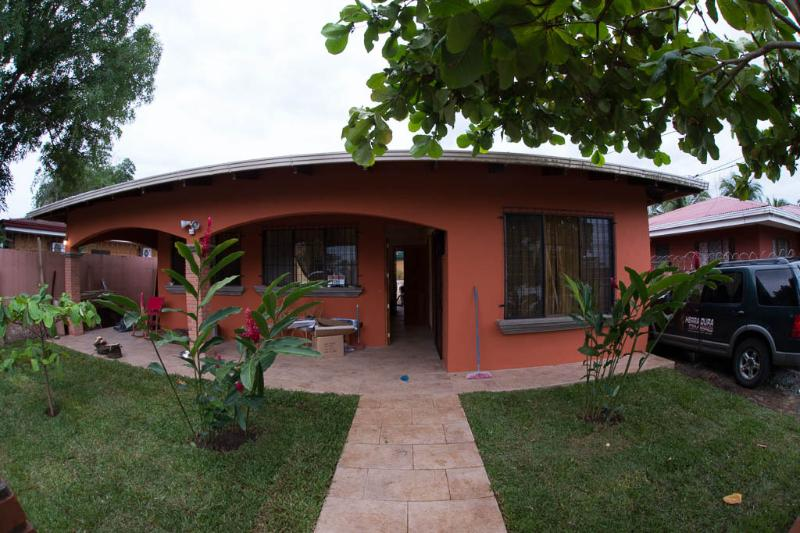 quiet 2 br house with big pool, vacation rental in Puntarenas