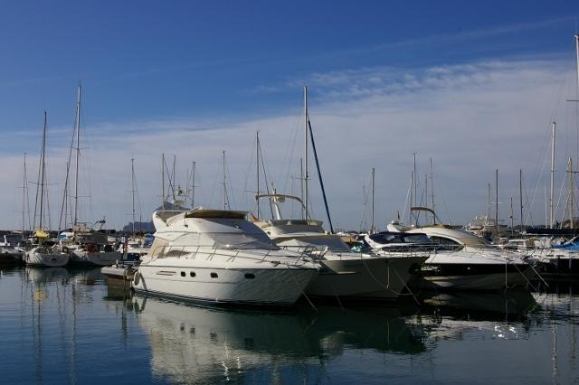 The port of Altea, offering water sports and boat trips.