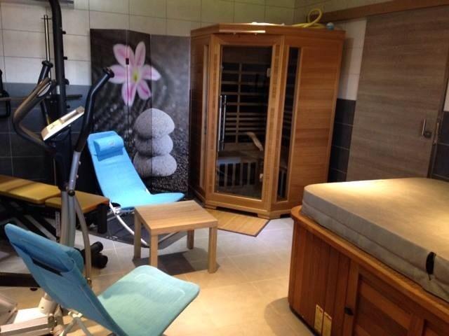SPA, sauna et équipements fitness au rez de chaussée du gîte (en sus location)