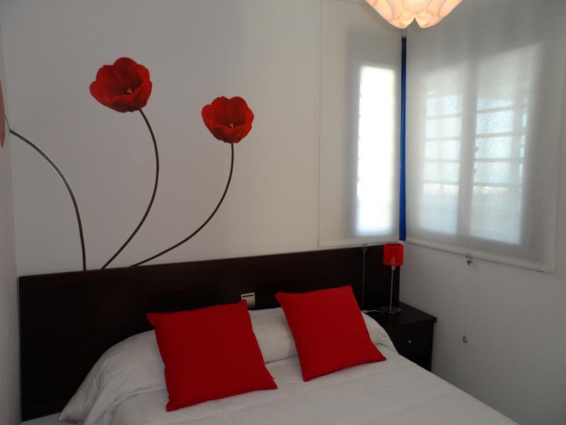 vista dormitorio cama de 135cm, posibilidad de dos camas de 80cmx 190cm, en lugar de una doble.
