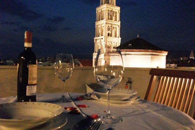 Nacht uitzicht vanaf het terras