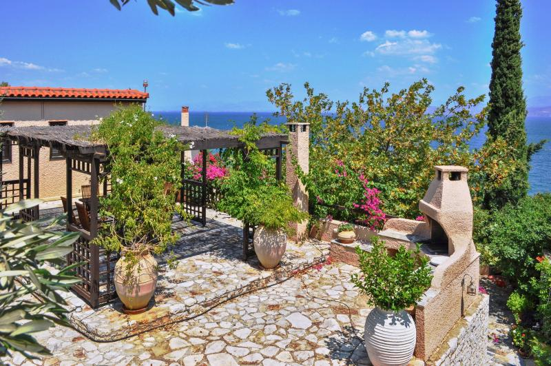 Nice villa with sea view & terrace, vacation rental in Agios Andreas