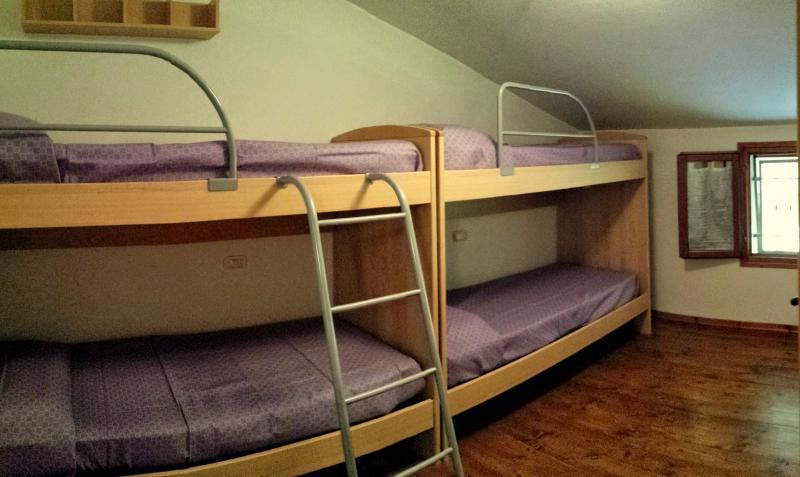 La amplia habitación con dos camas en el primer piso Castillo