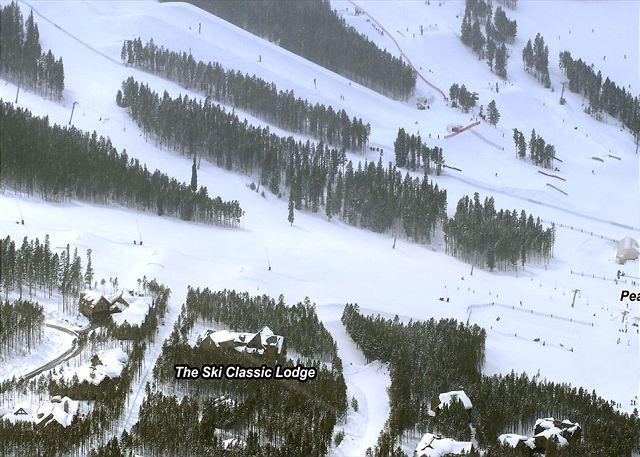 Foto aérea do Ski Classic Lodge,