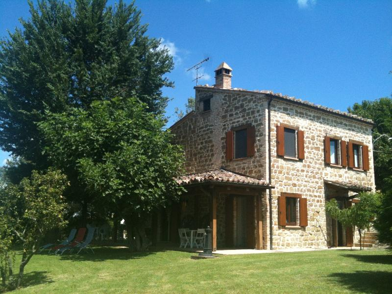 Typical villa with stunning view on the SIbillini - Villa Arzilla, holiday rental in Montefortino