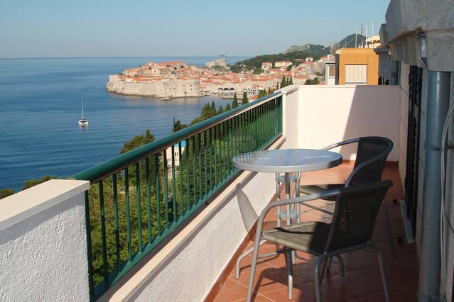 bela vista do apartamento da ilha Lokrum e da cidade velha