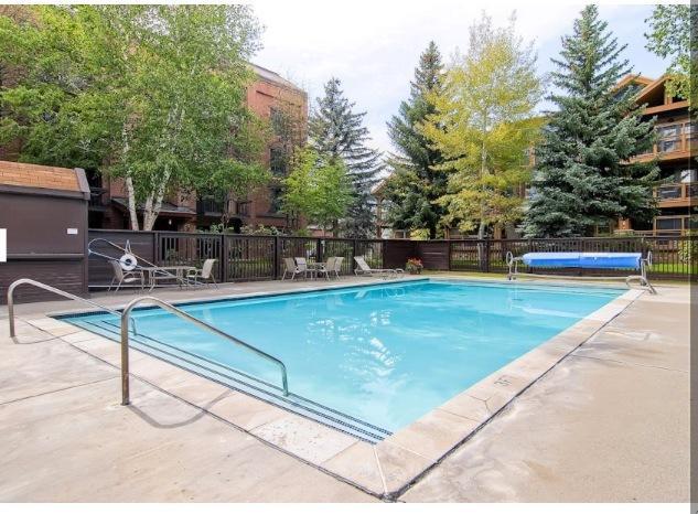 Enorme verwarmd buitenzwembad... De grootste in de oude stad Park City!