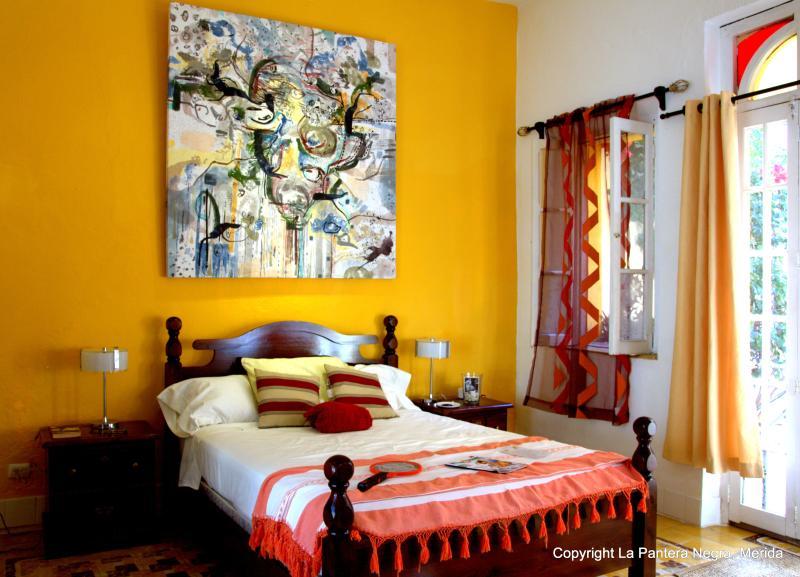 BNB La Pantera Negra Yellow Room, location de vacances à Merida