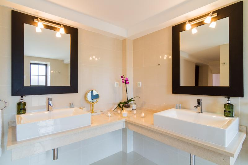 Main Bathroom with Double Basins, Toilet, Bidet, Shower