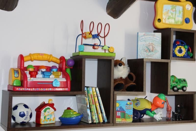 Child features: Kids toys, dvds, play pen, stair gate, monitor, cots, high chairs