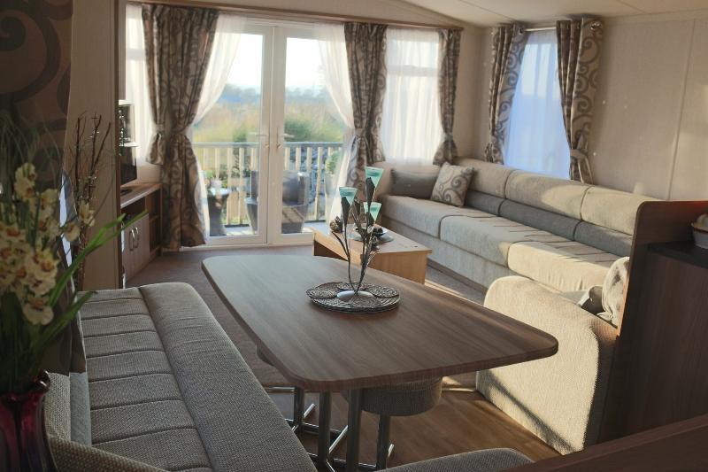 Luxury Snowdonia Retreat with Cosy BBQ Hut available, location de vacances à Bangor