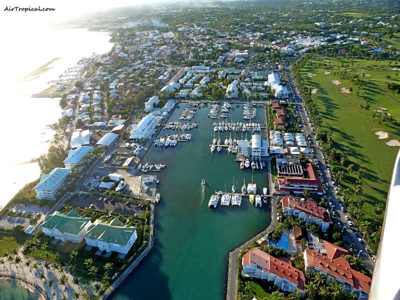Résidence des Boucaniers, idéalement située entre la Marina et le golf.