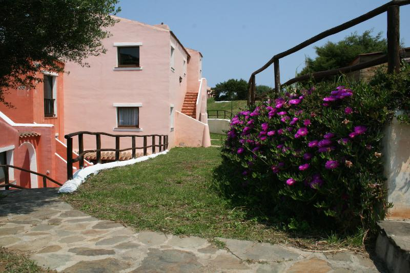 Carolina apartment - green and relax, vacation rental in Stintino