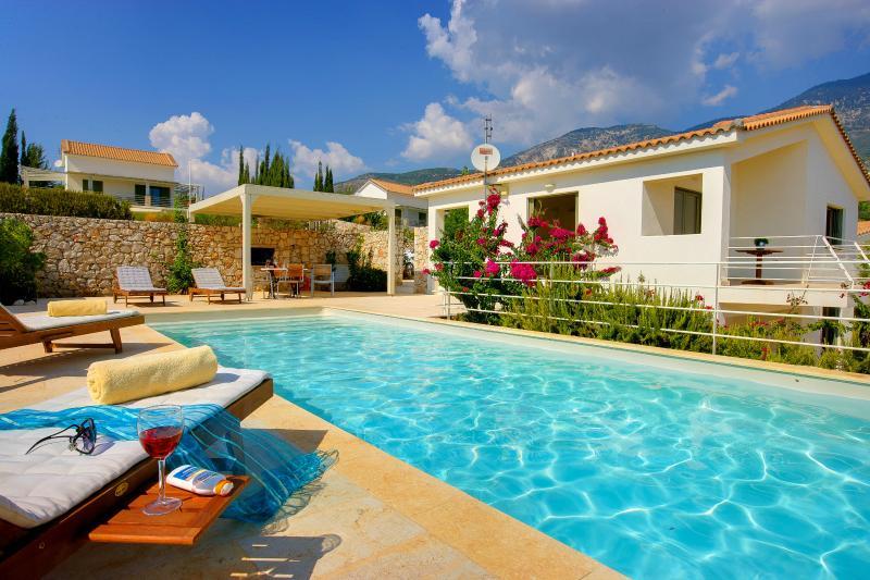 Ideales Resort villa Litorina, aluguéis de temporada em Trapezaki