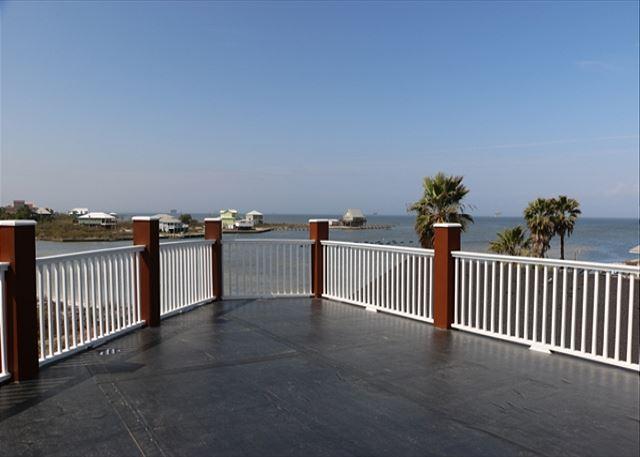 Het bovenste observatiedek van het Boat House / uitzicht op de baai