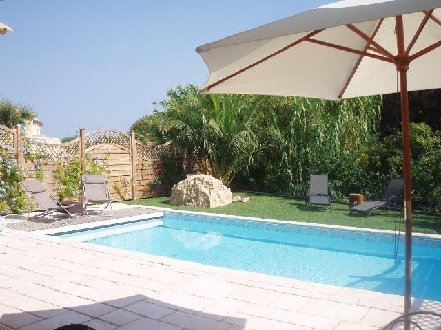 Privater Pool im Garten