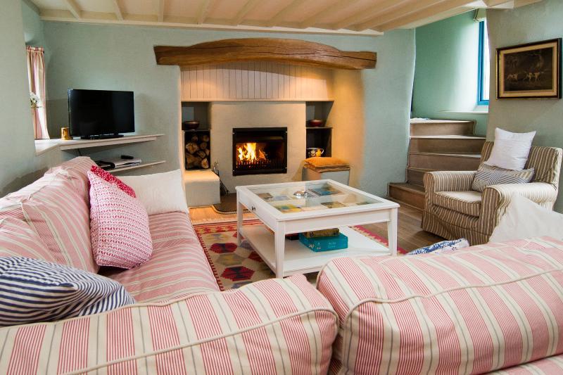 Tyn Llech - Beautiful 5 Star Cottage with Sea Views set on Private Rural Estate, location de vacances à Garndolbenmaen