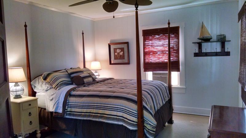 Bedroom 2 - queen poster bed