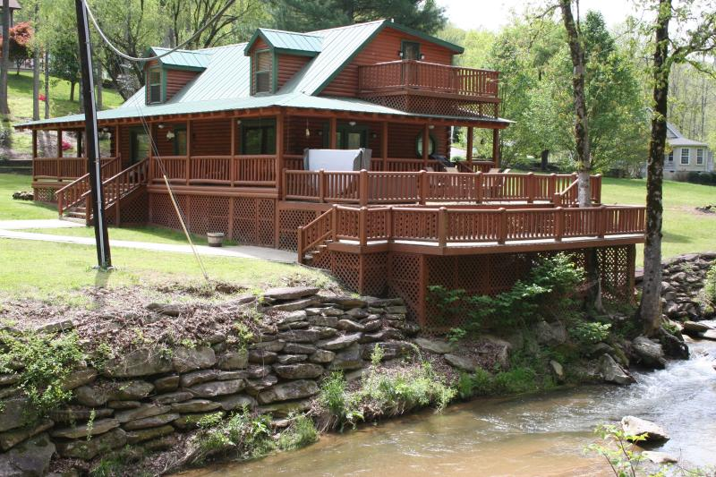 Private 6 Person Hot Tub on 2nd level of 3 level deck, 7ft above & 2ft from White Water