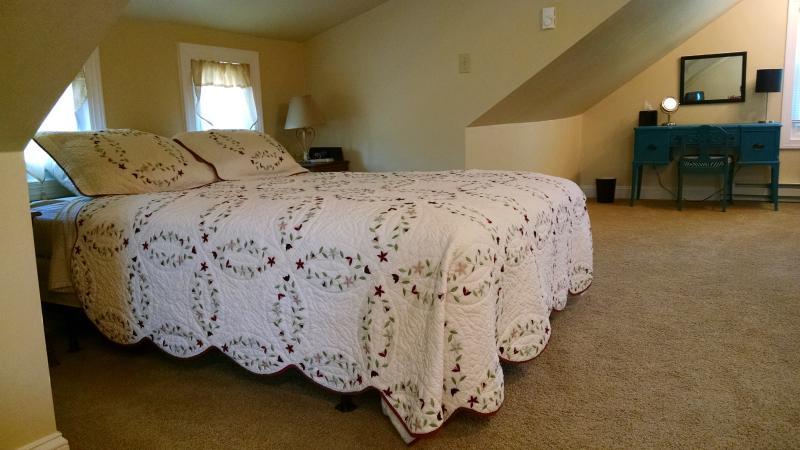 Loft Bedroom w/queen bed