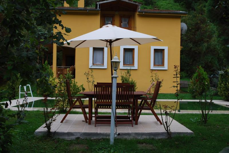 VILLA RIVER VILLAGE, holiday rental in Macka