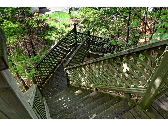 escalier pour descendre sur la cour arrière