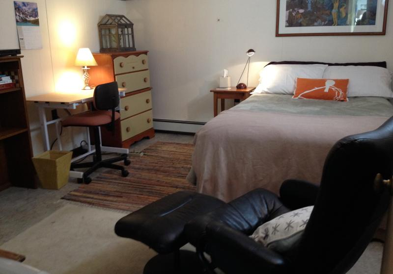 Room with double bed minutes from Harvard Square, alquiler de vacaciones en Arlington