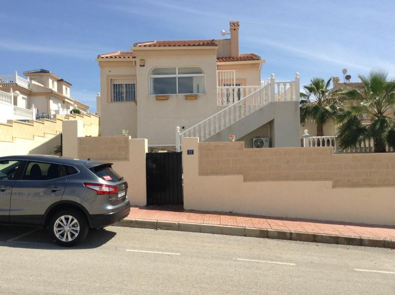 Detached villa with off road parking and private pool