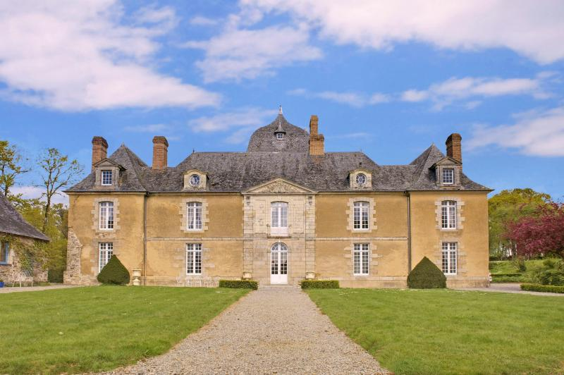 château in Brittany, holiday rental in Poligne