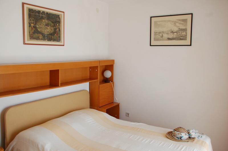 Double bed - main bedroom