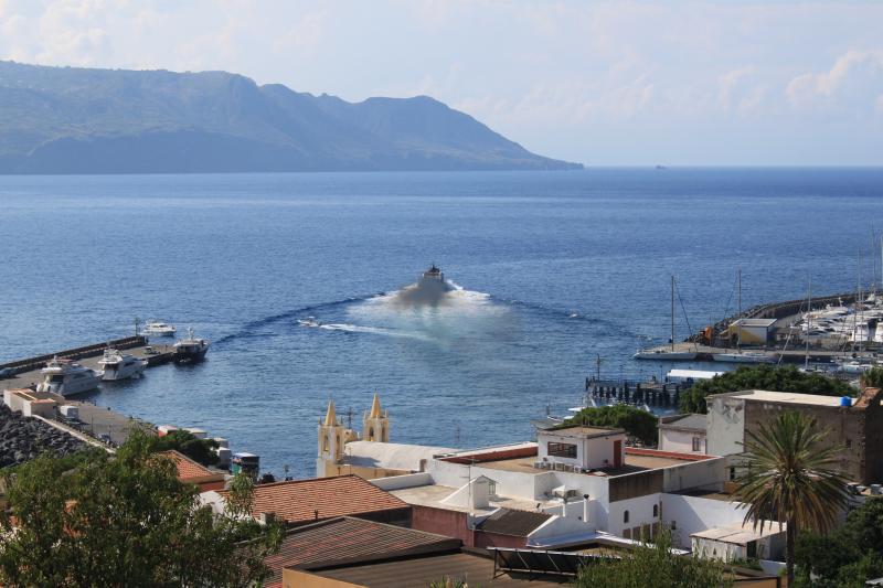 2 monovani al mare indipendenti con proprio bagno, casa vacanza a Santa Marina Salina