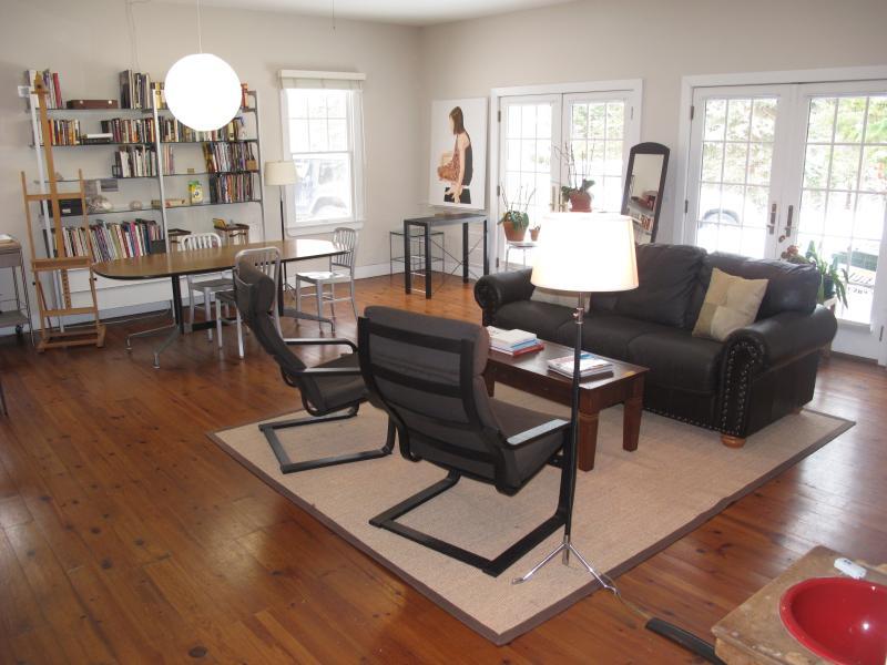 Art studio met zithoek en 40' HD flatscreen