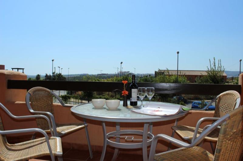 849 - 2 bed apartment, Casares del Sol, Estepona – semesterbostad i Casares