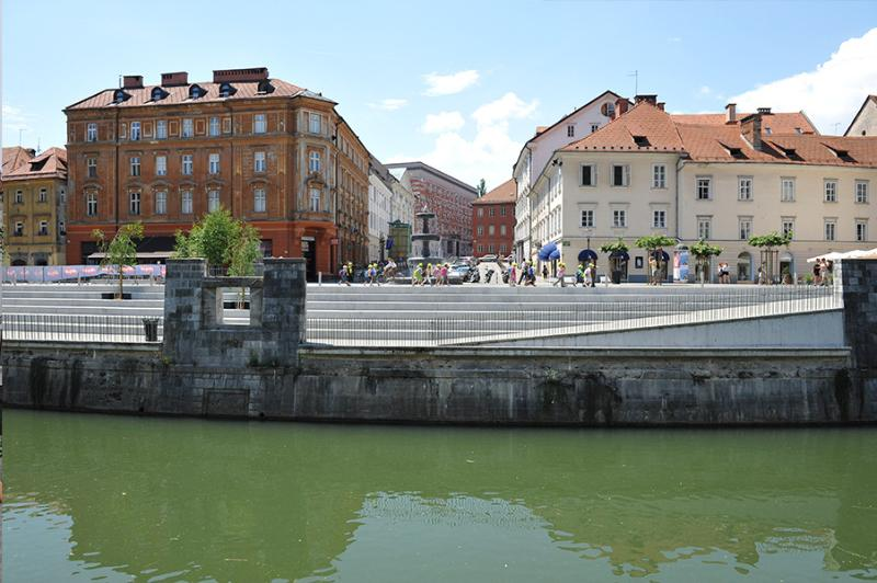Ljubljana - vista a través del río Ljubljanica