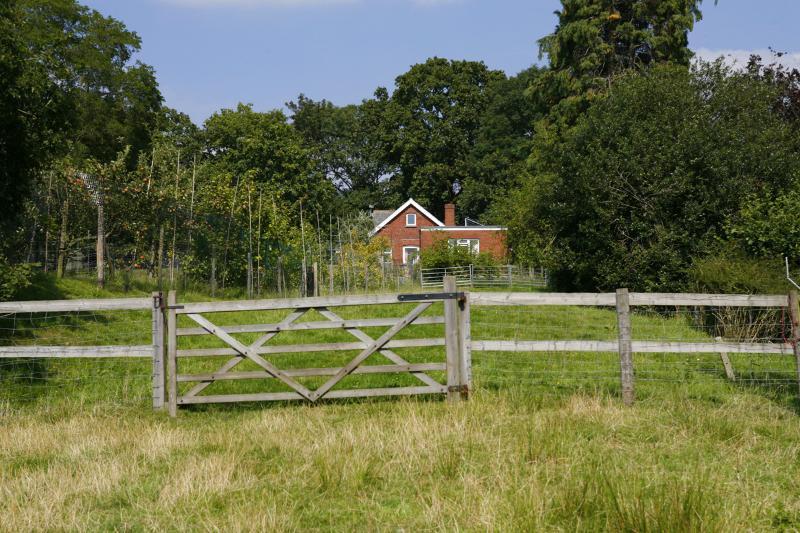 Woodend Gateway