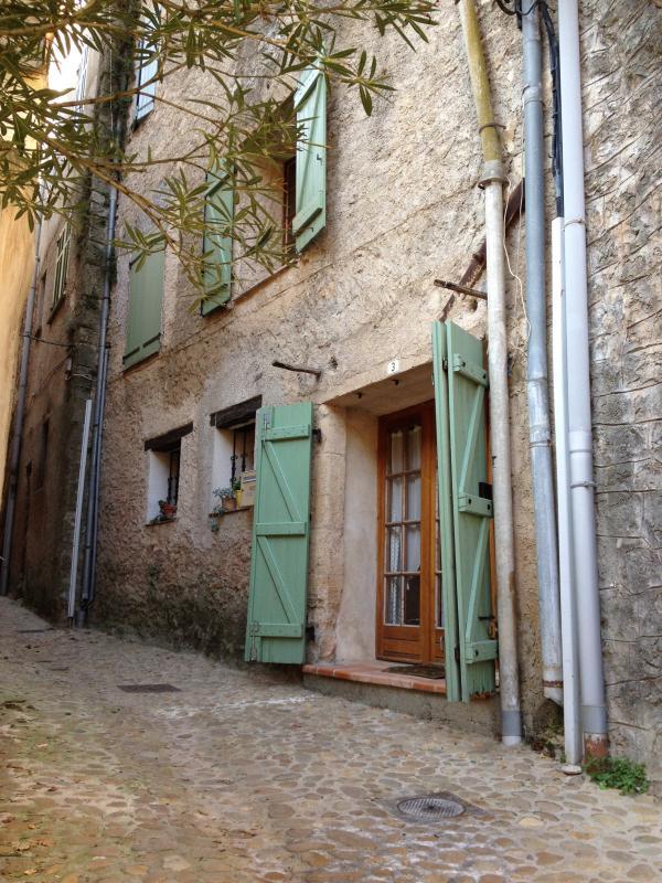La maison à 3 rue sous barry, Entrecasteaux