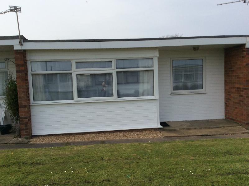 Lovely 2 bedroom chalet on Sunbeach, 4 miles from Great Yarmouth and Hemsby, alquiler de vacaciones en California