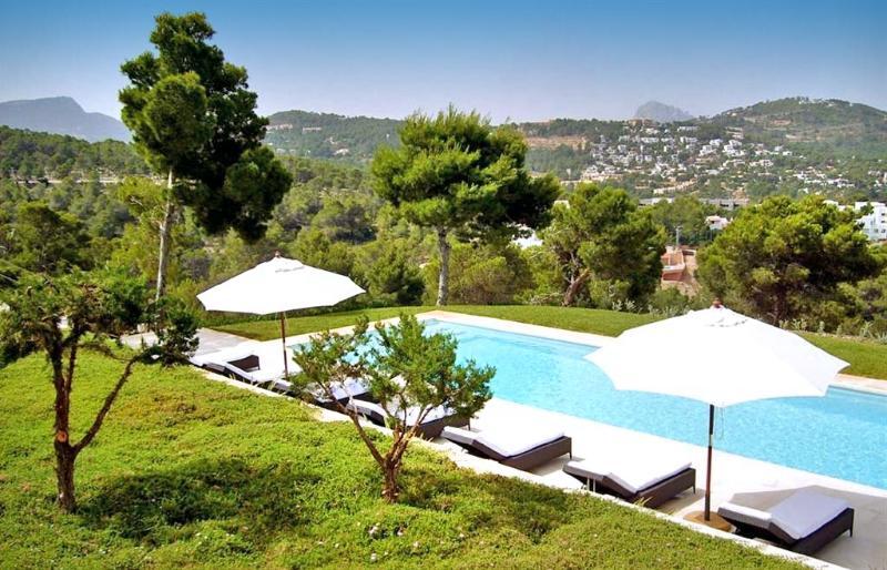 Cala Vadella Villa Sleeps 14 with Pool and Air Con - 5674807, holiday rental in Cala Vadella