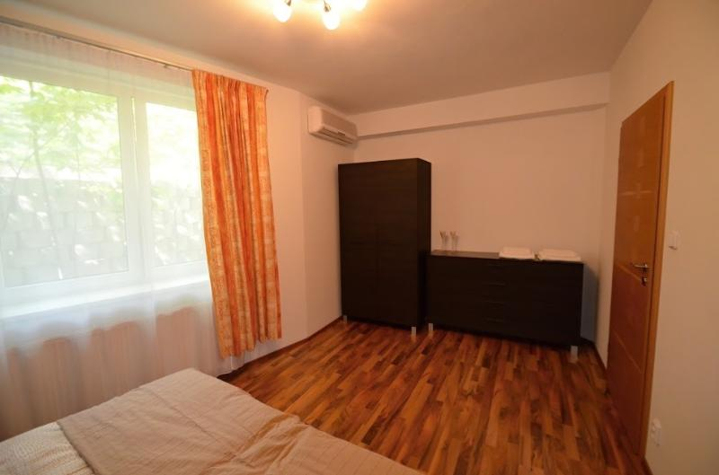 Chambre 1 - armoire et commode