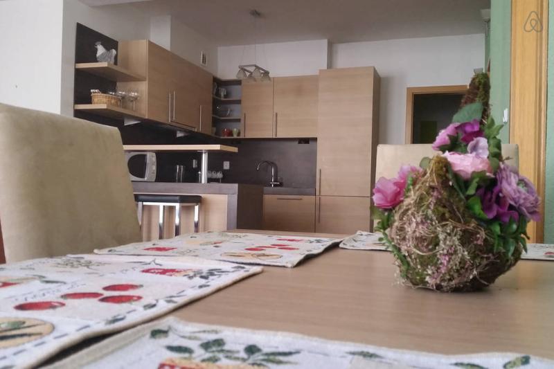 Table à manger et cuisine